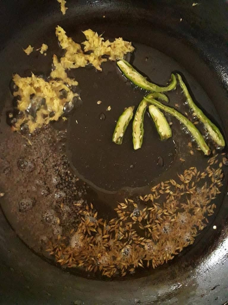 Preparing tempering for lemon rice